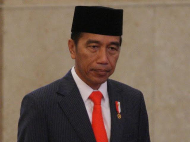 Jokowi Bagai Makan Buah Simalakama