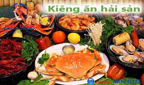 Phun môi kiêng ăn hải sản