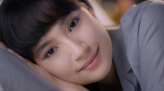 model cewek cantik yang ada di iklan Iklan Wardah Lightening Day & Night Cream