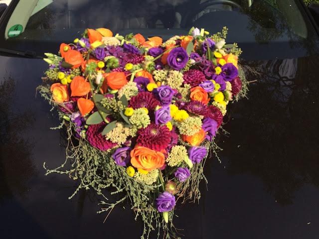 Autoschmuck - Herbst-Hochzeit in den Bergen, Lila, Orange, Riessersee Hotel Garmisch-Partenkirchen, Bayern, Autumn wedding in Bavaria, Lilac and Orange