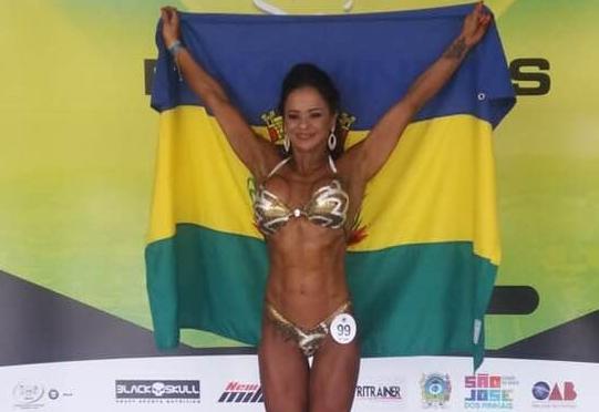 Fisiculturista de Manoel Ribas é campeã da Copa Sul disputada em São José dos Pinhais