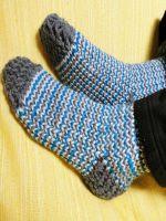 http://www.tuteate.com/2014/01/13/teje-calcetines-de-lana-con-telar-circular/