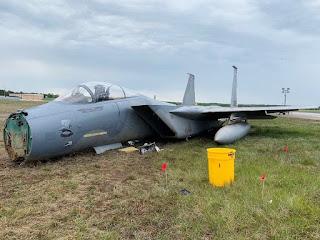 F-15 AU AS Lakukan Pendaratan Darurat