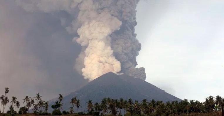 letusan gunung berapi di bali