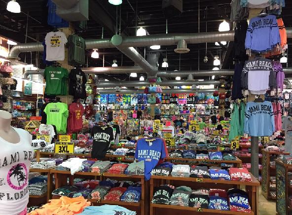 Camisetas da loja de variedades Alvin's Island em Miami