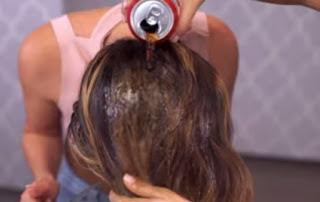 Απίστευτο… έλουσε τα μαλλιά της με Coca Cola και δείτε αποτέλεσμα [ΒΙΝΤΕΟ]