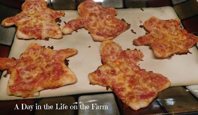 mini pizzas shaped like ghosts
