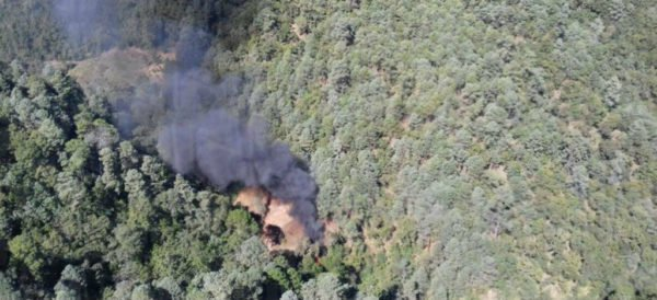 """Se desploma helicóptero de la Fuerza Aerea mientras tumbaba plantíos de amapola muere un militar en terrenos de """"El Señor de la I"""""""