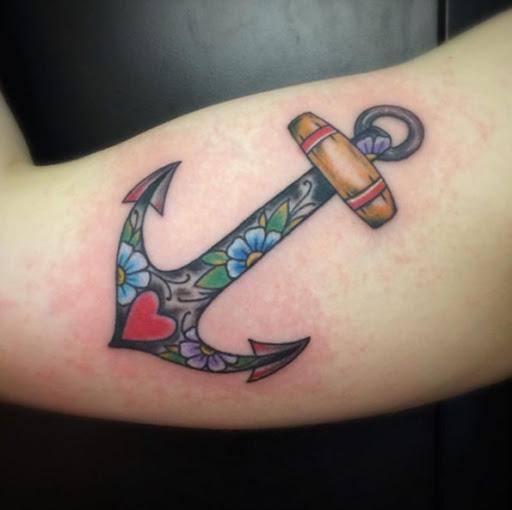 Este neo tradicional tatuagem de âncora
