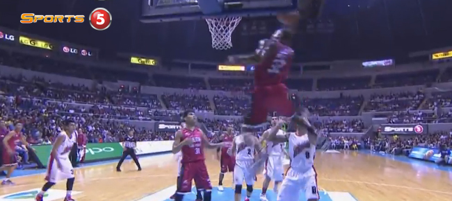 LA Tenorio Finds Justin Brownlee for the NASTY Alley-Oop Slam (VIDEO)
