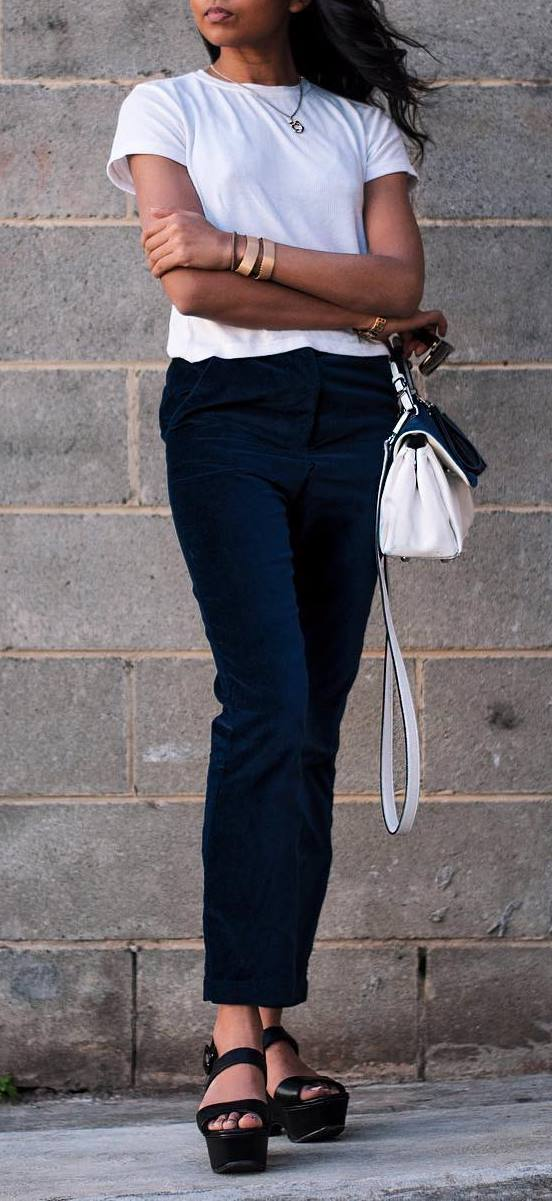 simple office style outfit: t-shirt + pants + bag