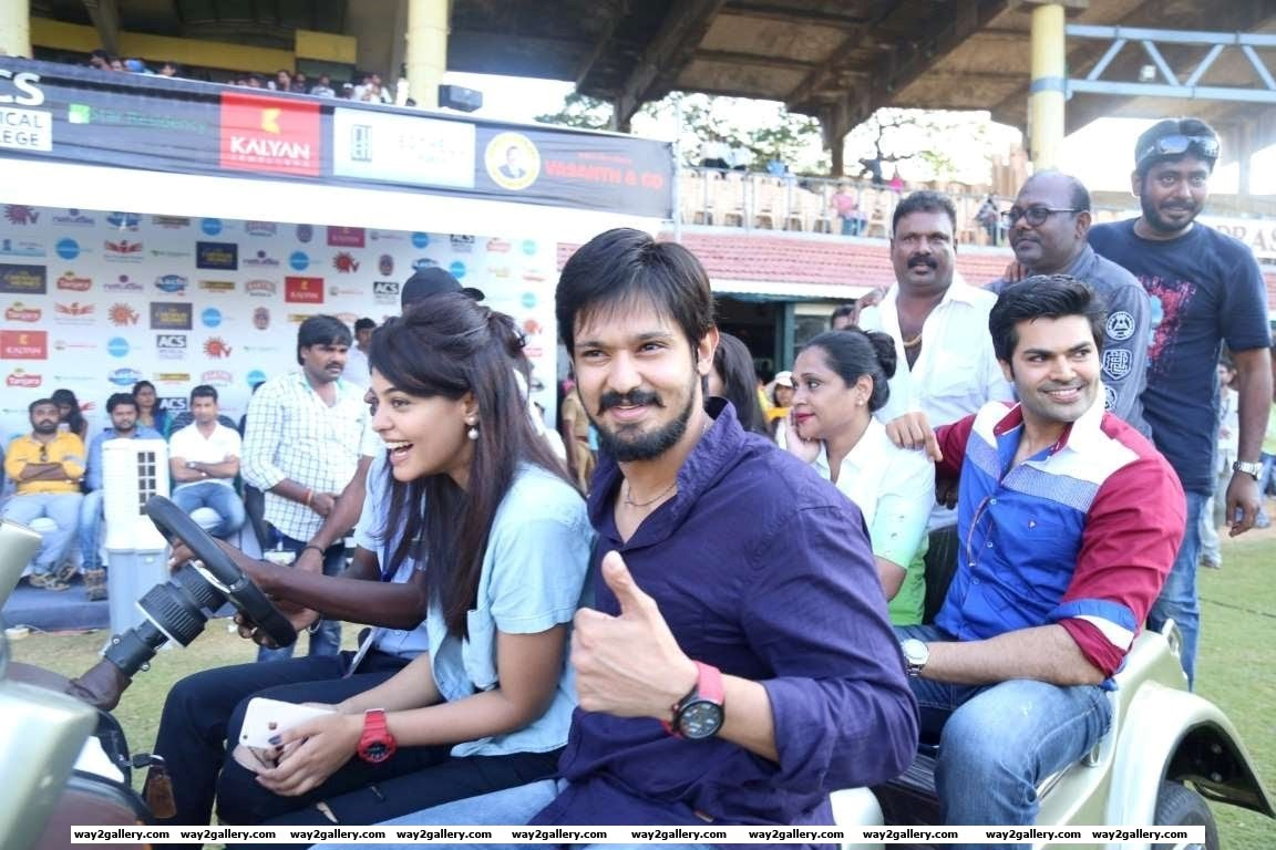 Our shutterbug also caught Nakul and Ganesh Venkatraman at the event