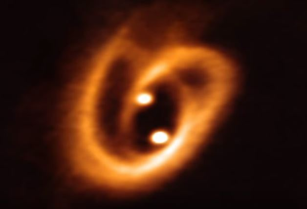 ALMA sees the twisted birth of a binary star system‏