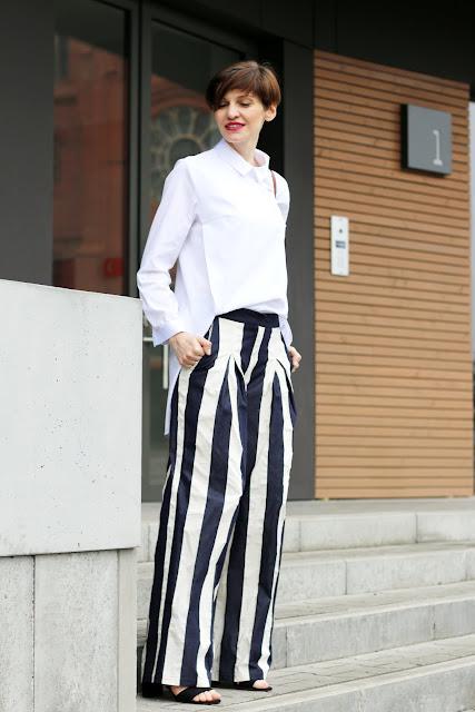 biała koszula, szerokie spodnie, paski, stylizacja, na wiosnę, wiosenna stylizacja, pasy, klasyk, elegancko, na wiosnę, stylistka, blogerstyle, blogerka, stylistka poznań