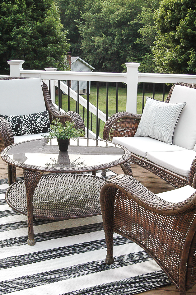 Black and gray deck decor