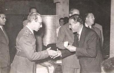 Entrega de medalla a Pedrol en 1951