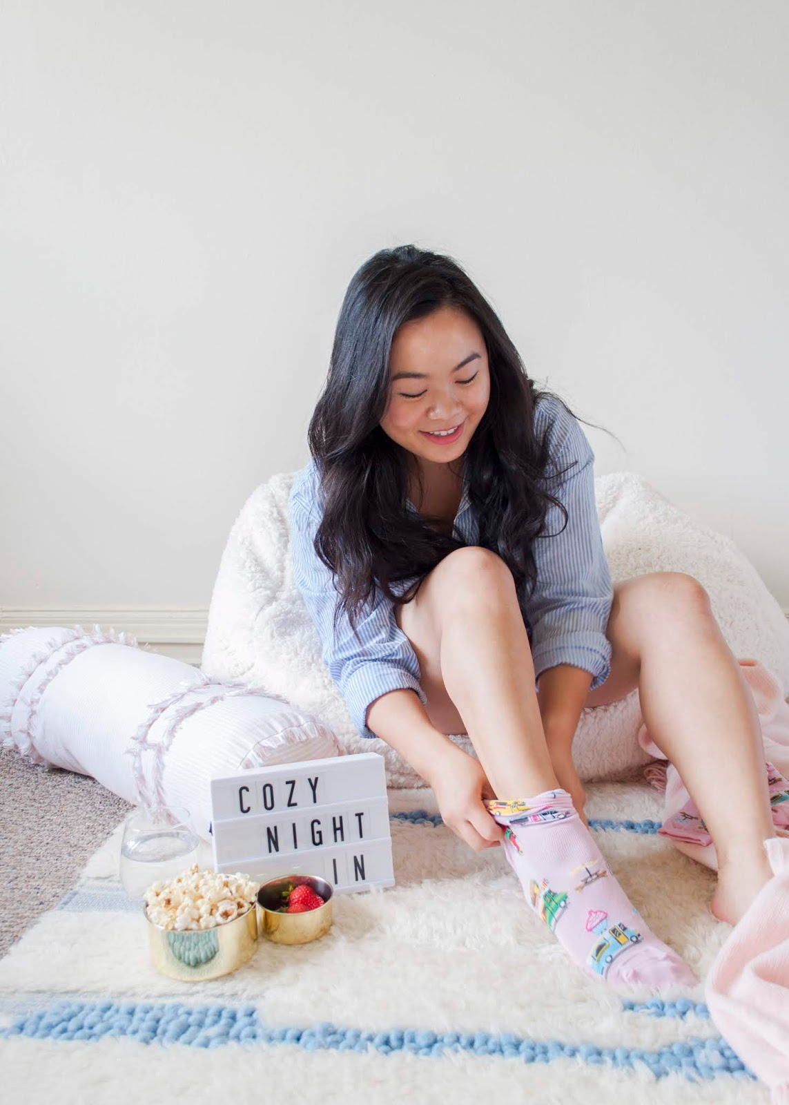3 Tips for a Cozy DIY Movie Night | The Bella Insider