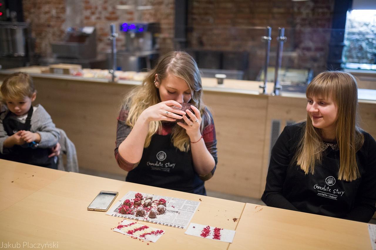 24 warsztaty pralin warsztaty czekolady pomysł na prezent jak wyglądają warsztaty manufaktura czekolady piotrkowska 217 łódź