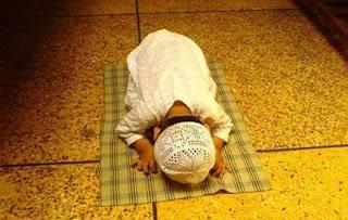 Kali ini akan dibahas teks bacaan doa agar anak rajin sholat  Doa Agar Anak Rajin Sholat 5 Waktu Lengkap Arab, Latin dan Artinya