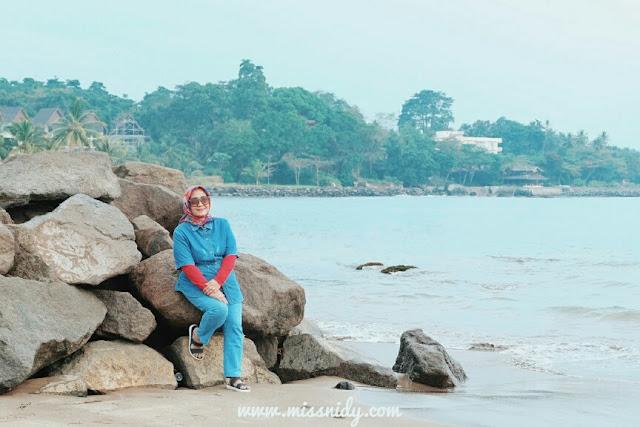 liburan hemat keluarga di pantai carita