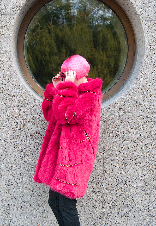 Sara is in Love with… MOSCHINO [tv] H&M blogger influencer pink hair coat fake fur faux logo belt j'adore dungarees winter style designer collaboration snake boots