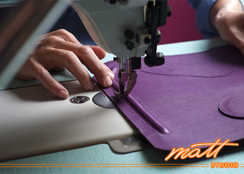 在Matt Studio,我們渴望營造出一個專業的創作基地, 毫無保留地傳授製革技藝、腦力激盪各種創新想法。車縫打版設計  給想精進技術的同好, 觀摩名牌潮流包款的設計概念,從打版、選料、開皮到車縫,探索專業的製革技藝、傳授訣竅,堆疊出有大將之風的作品。