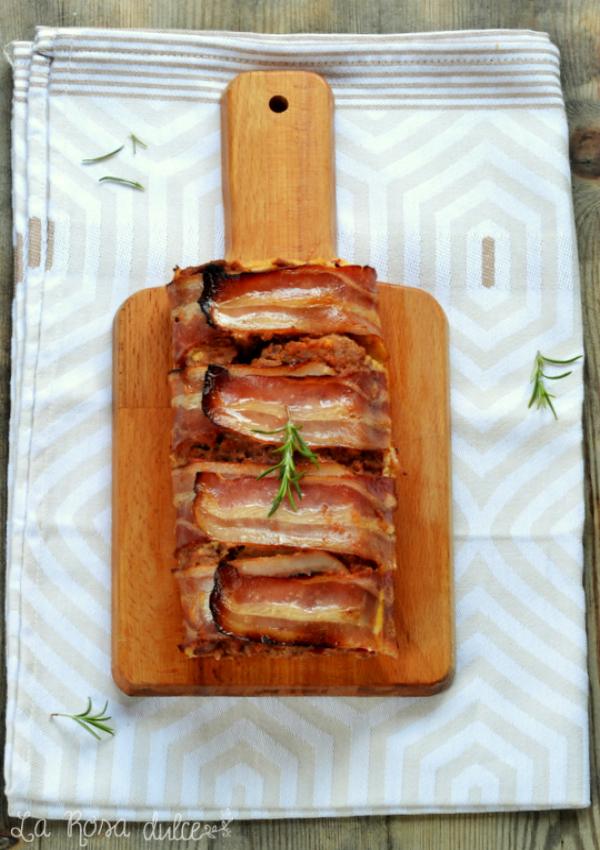 Pastel de carne picada y tortilla de patata envuelto en beicon
