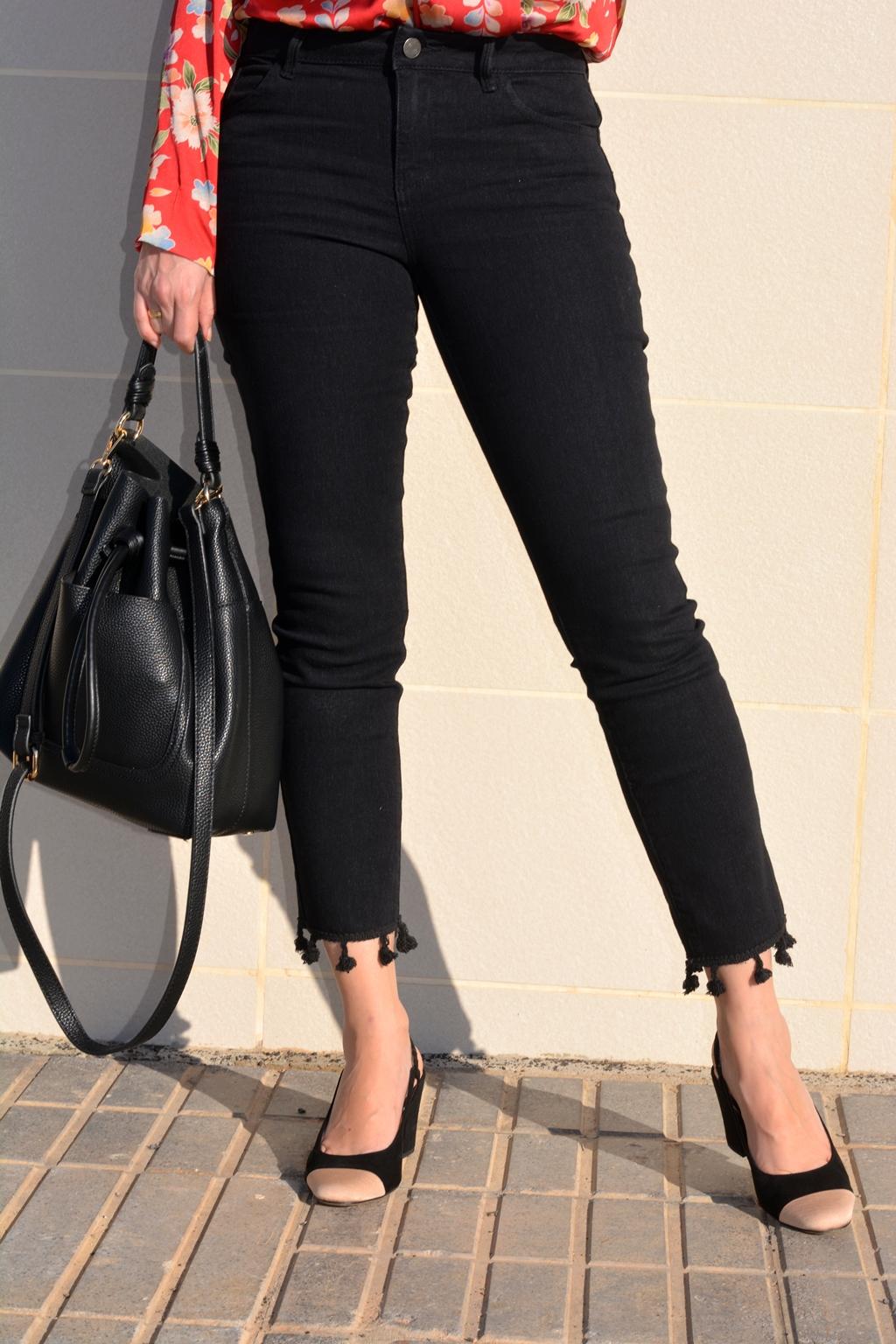 jeans-pompones-zapatos-tipo-chanel-mango