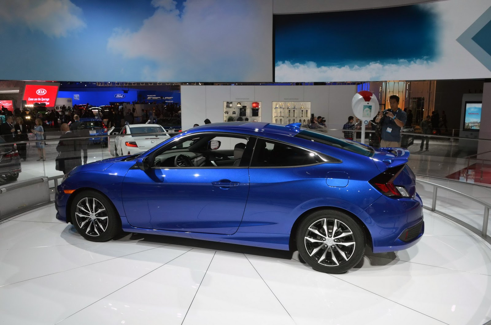 2016 honda civic coupe flaunts bold new looks in la. Black Bedroom Furniture Sets. Home Design Ideas