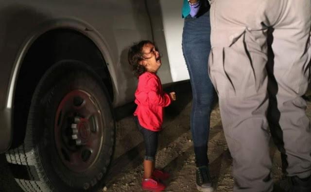 Migrantes, niña, padres
