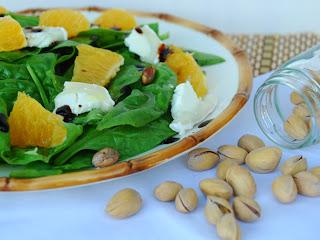 http://www.thepinkcakefactory.com/2013/11/amanida-de-pistatxos-taronja-i-formatge.html