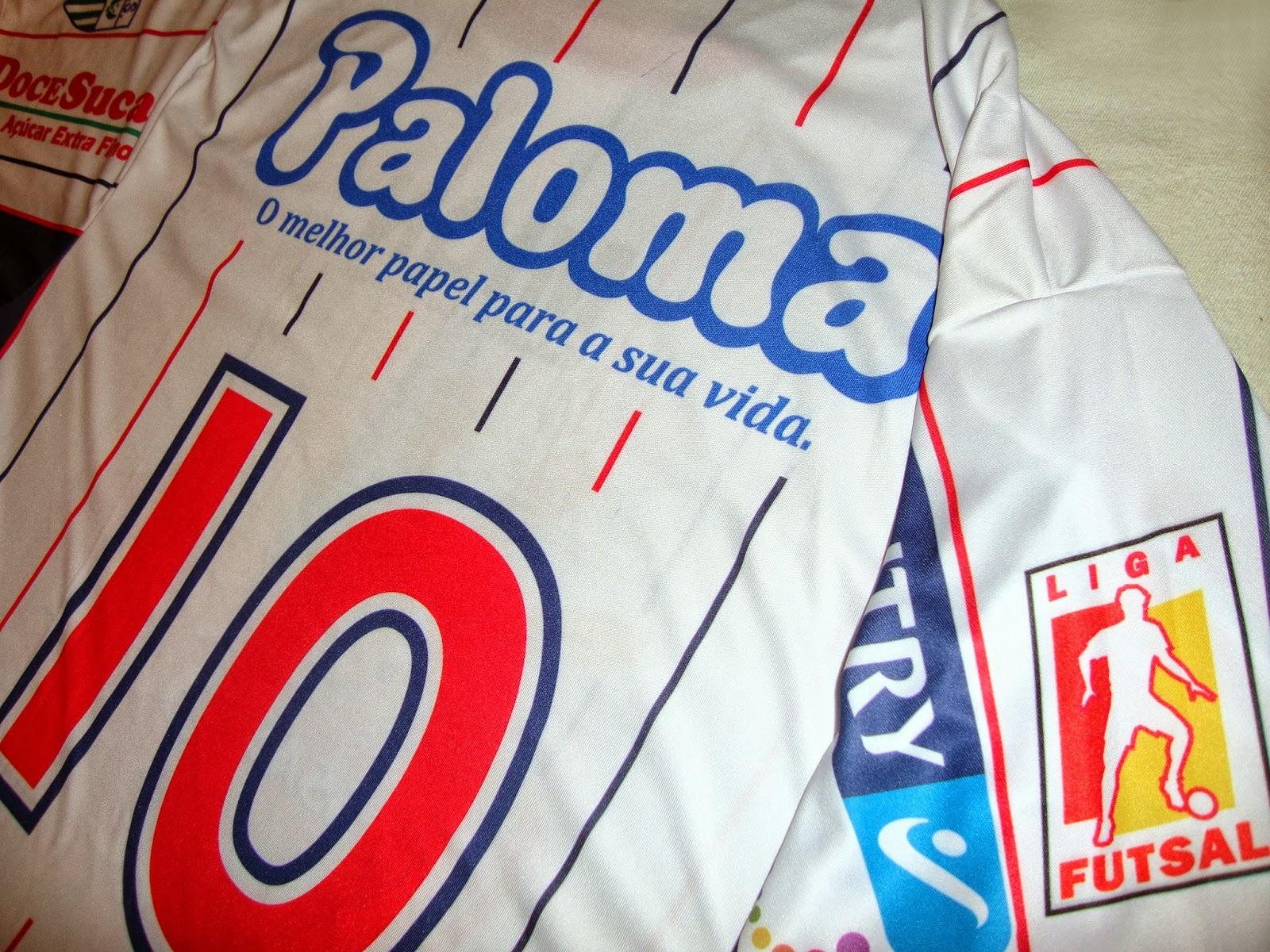 A Classic Football Shirts possui a maior coleção de camisas internacionais  de futebol. A loja faz entregas no mundo todo e usando o cupom