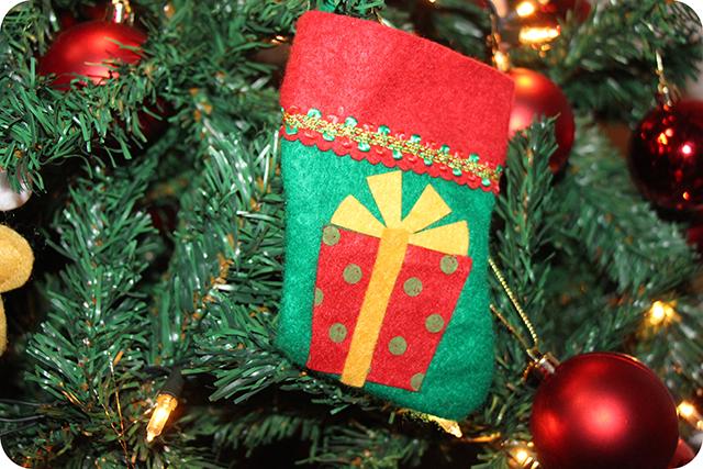 Decoração da Árvore de Natal : Bota com Presente de Feltro