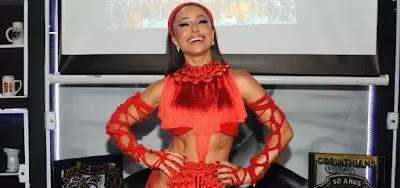 Sabrina Sato abusou da sensualidade para ensaio da Gaviões da Fiel, na madrugada de sábado (11), em São Paulo