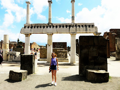 https://s-fashion-avenue.blogspot.com/2018/06/travel-diary-pompeii.html