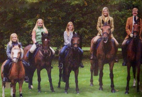 Dutch royal familys 2015 christmas card newmyroyals hollywood queen maxima princess ariane king willem alexander princess catharina amalia and princess alexia of m4hsunfo