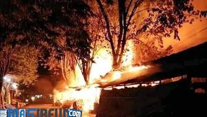 Berita Jombang : Puluhan Kios Pasar Legi Jombang Hangus Terbakar
