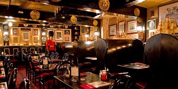 Bar Crown & Anchor em Monterey na Califórnia