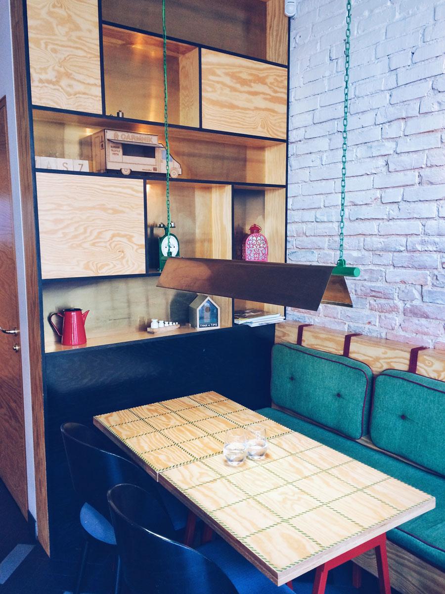 Carmnik Kantyna wnętrze - stolik
