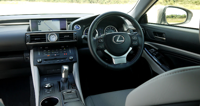 Lexus RC 300h dashboard