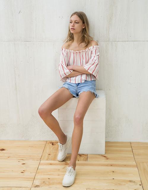 http://www.bershka.com/es/mujer/mujer/camisas/blusa-volante-veracruz-rayas-manga-ancha-c1521718p100331010.html