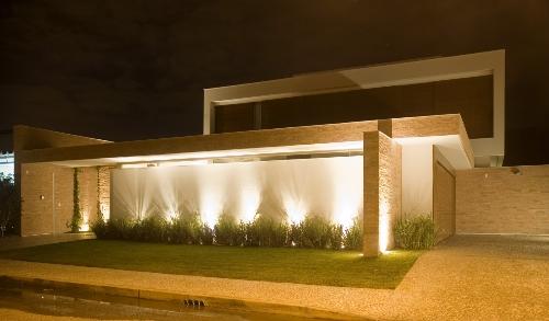 Fachada-de-muros-e-portoes-de-casas-15.jpg~ Grades De Madeira Para Jardim
