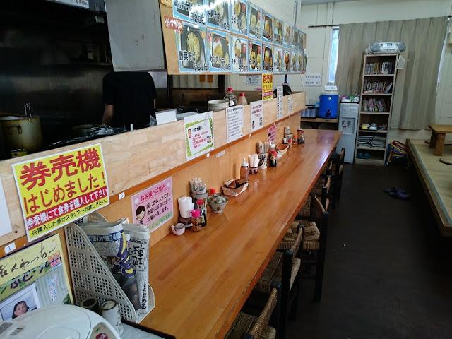 やちむん食堂の店内の写真