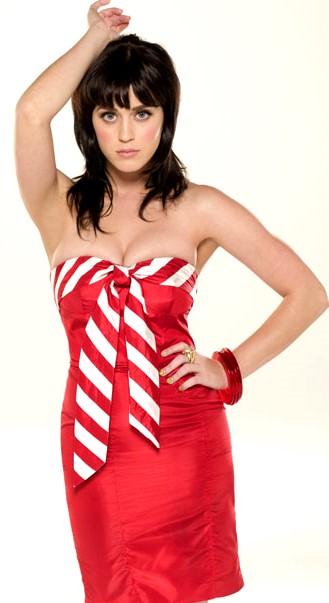 Foto de Katy Perry vestida rojo
