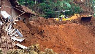 Pencarian Dihentikan Keluarga Ikhlaskan 3 Korban Hilang Akibat Longsor - Commando