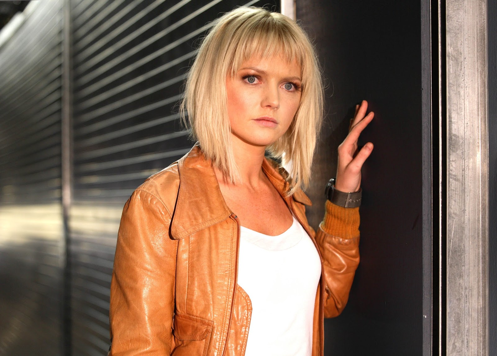 Lost Girl Season 5 Wallpaper Hannah Spearritt Photos Tv Series Posters And Cast