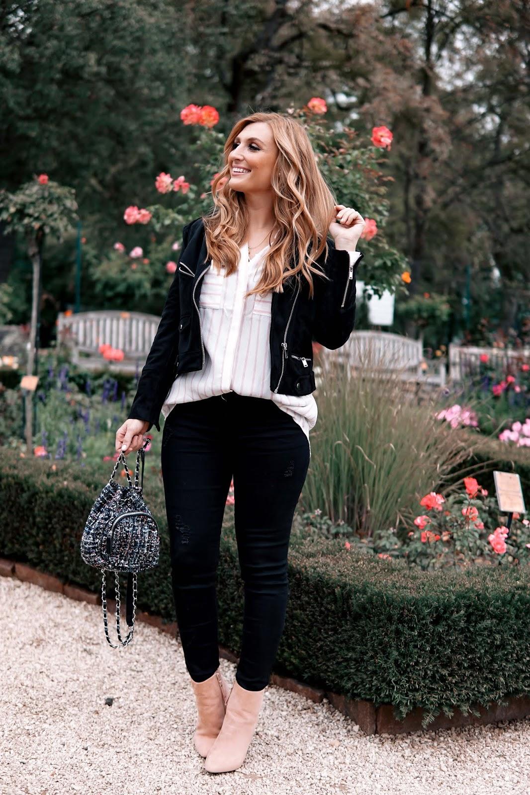 Herbstoutfit-inspiration-Oversize Bluse-Fashionstylebyjohanna-angesagte-Herbsttrends-Herbsttrend-Must-Have-Schwarze-Jeans-Stiefeletten-Schwarze-Lederjacke-kombinieren (2)