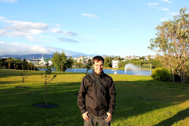 Alberto en el Lago Tjörnin de Reikiavik