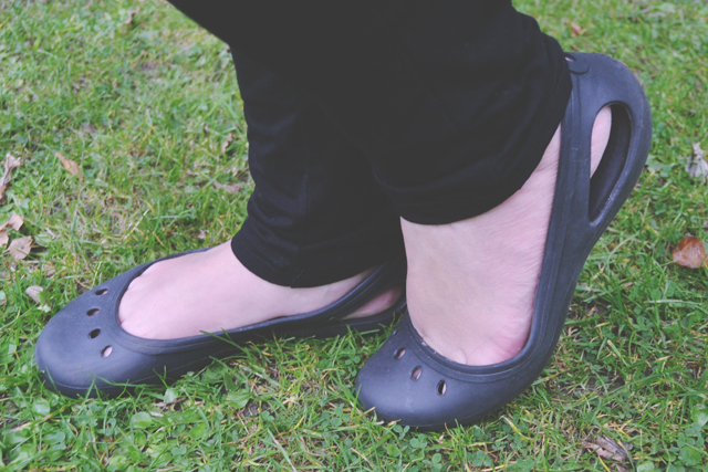 695a011527433 ... I decided to buy the black Kadee shoes. I figured they were subtle  enough to not look like Crocs