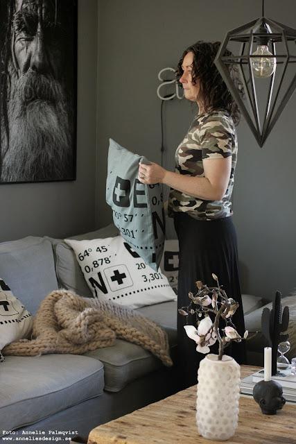 annelies design, webbutik, webbutiker, webshop, nätbutik, inredning, dekoration, inspiration, vardagsrum, vardagsrummet, koordinater, kuddfodral, kaktus, kaktusar, soffa, tygsoffa, grå, grått, gråa, vit, vita, vitt, svat och vitt, baby doll ljusstake, ljusstakar, magnolia, vas, bubbles, tavla, poster, svartvit,